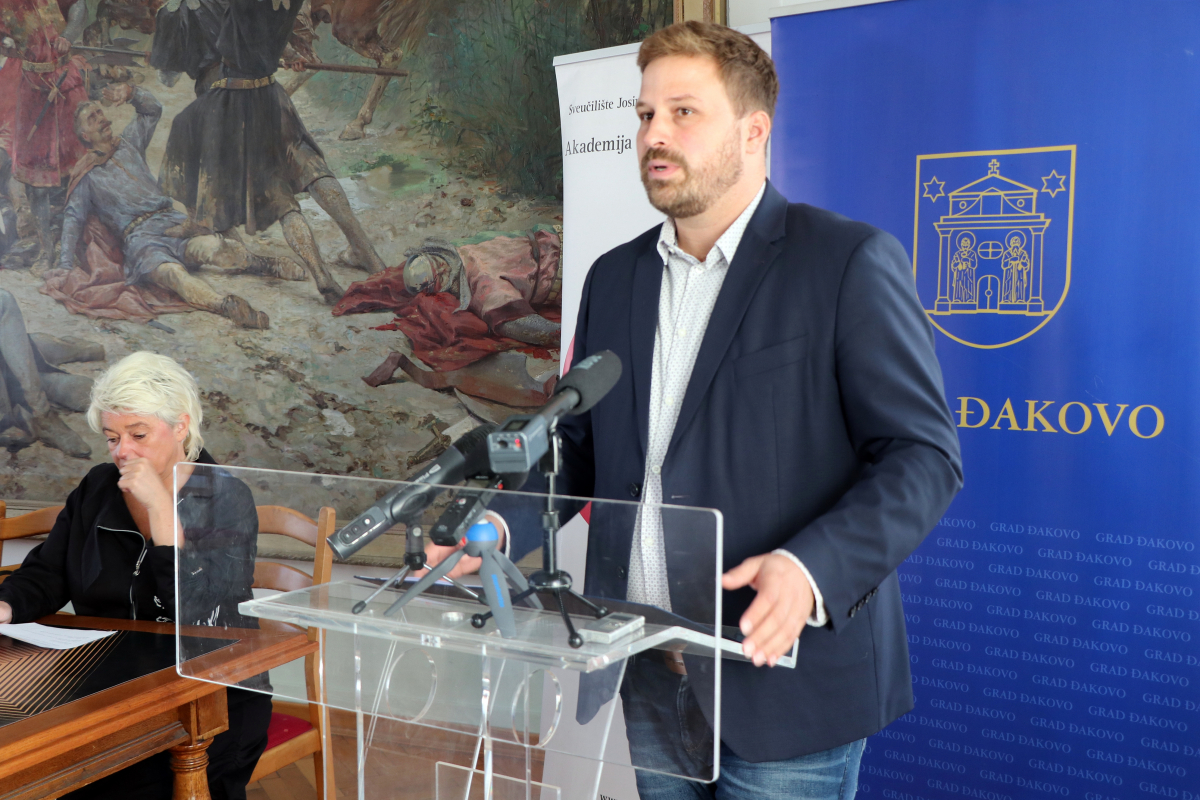 """13. MEĐUNARODNI FESTIVAL KAZALIŠNIH AKADEMIJA """"DIONIZ"""" U ĐAKOVU 8. I 9. LISTOPADA"""